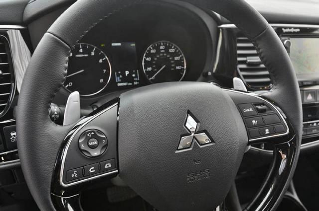 بررسی میتسوبیشی اوتلندر مدل 2016