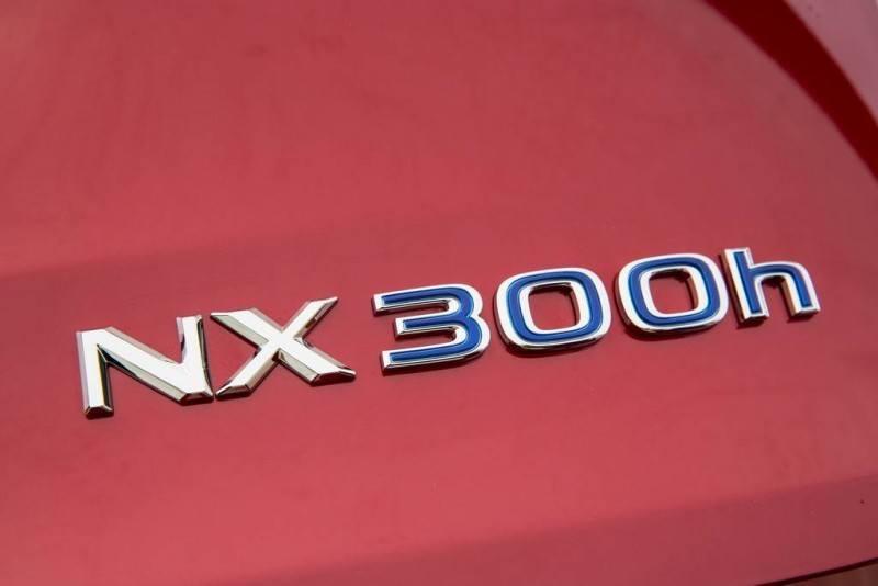 بررسی لکسس NX 300h، کراس اوور دوگانه جذاب