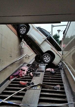 پارک کردن پرادو به سبک یک زن چینی