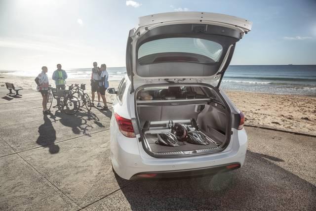 نگاهی سریع به هیوندای i40 مدل 2016